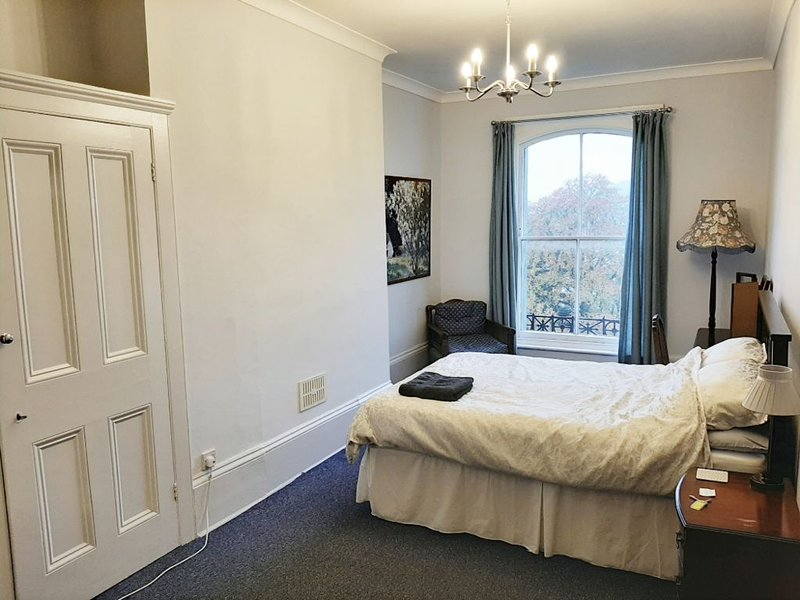 Room by the Castle in Historic Dover, UK, holiday rental in Dover