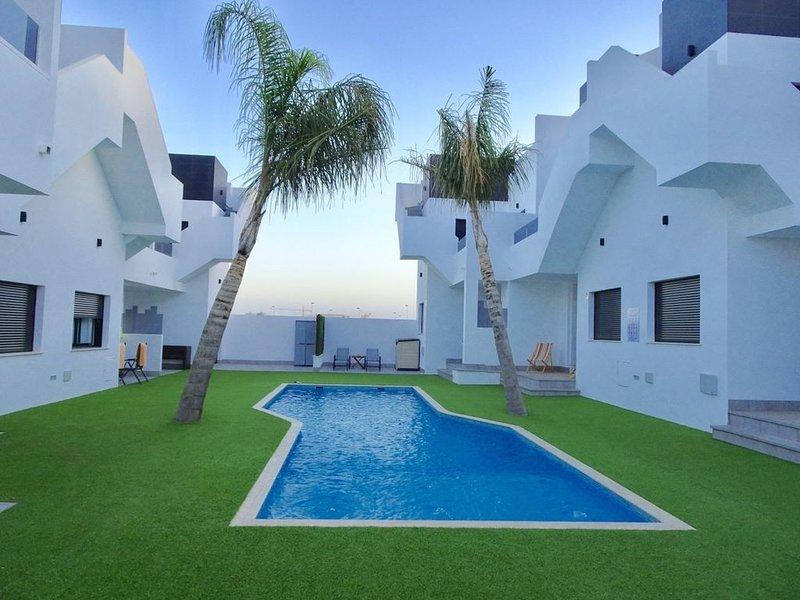 Nieuwbouw Appartement met groot dakterras en zwembad, vlakbij zee en strand, vacation rental in Lo Pagán