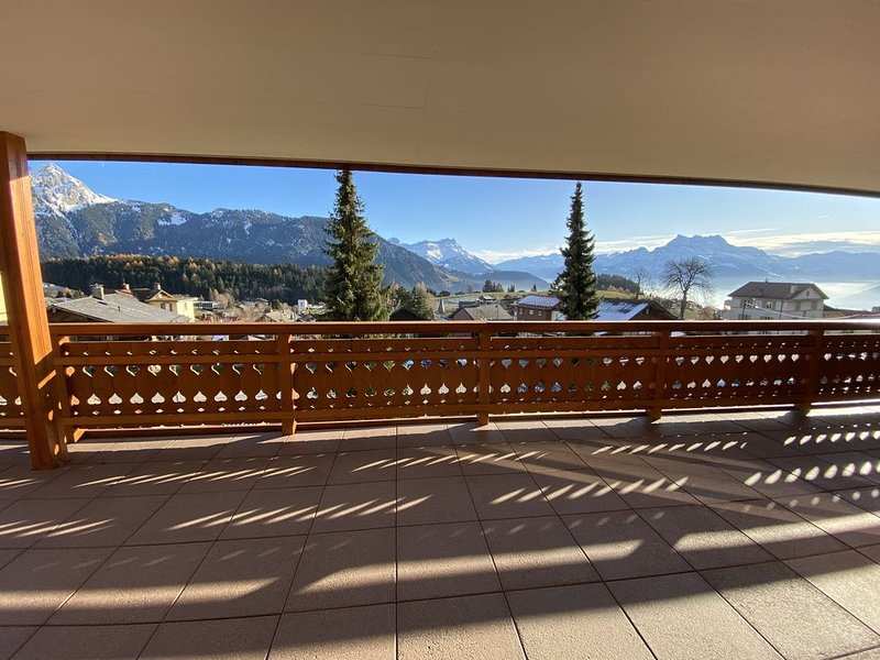 Modern large luxury apartment with stunning views in village centre, location de vacances à Le Sepey
