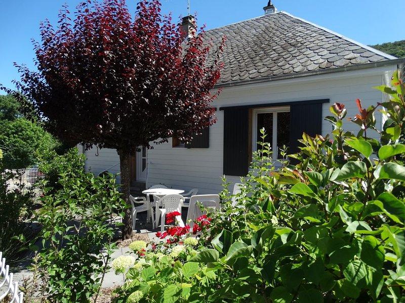 La Maison de Mémé à MUROL 4 pers gite indépendant refait à neuf, aluguéis de temporada em Champeix
