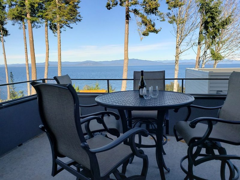 Ocean Front Private Gated Property, holiday rental in Parksville