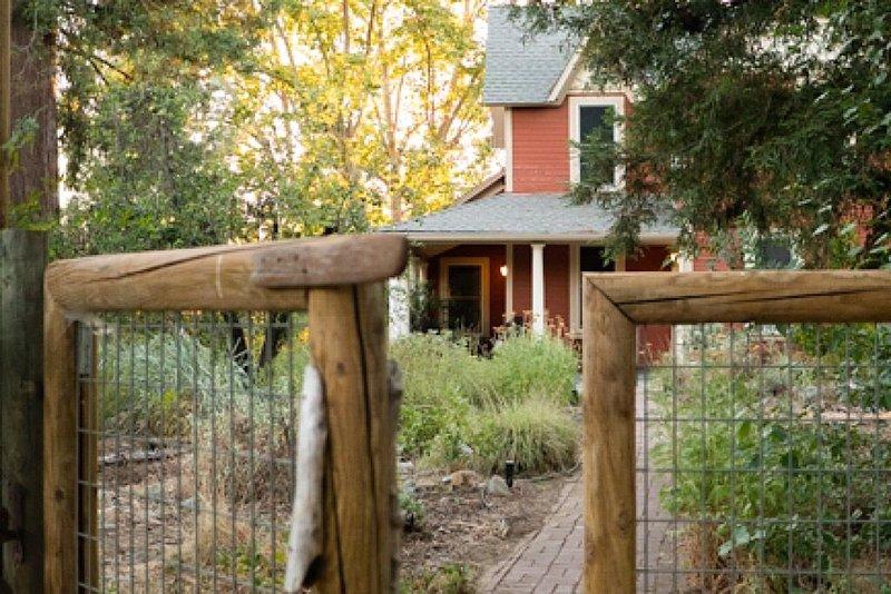 Spacious Farmhouse on Organic Farm, vacation rental in Citrus Heights