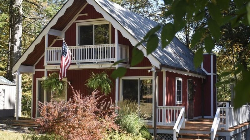 Family friendly, cozy chalet minutes from Shawnee Mt. and Bushkill Falls – semesterbostad i Bushkill