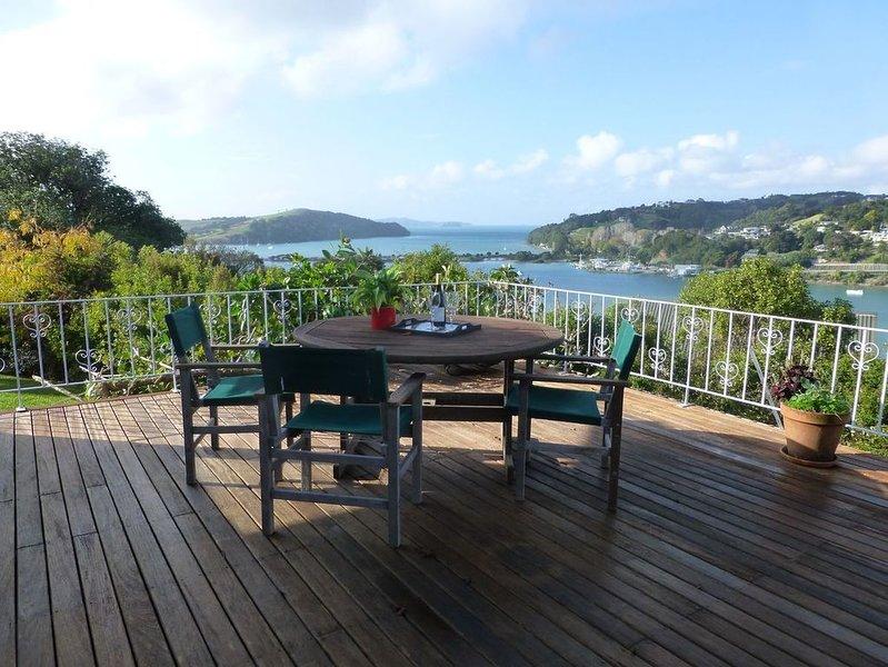 Kawau Views - Matakana Holiday Home, holiday rental in Warkworth