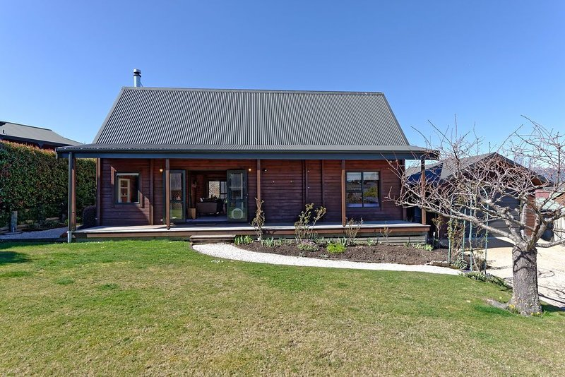 Lavender Cottage - Hanmer Springs Holiday Home, holiday rental in Culverden