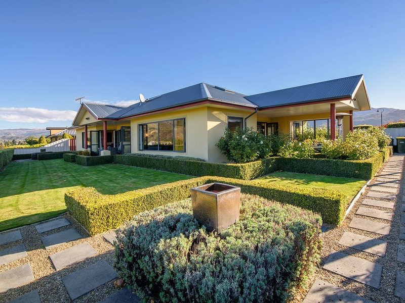 Kawarau Bay View - Cromwell Holiday Home, holiday rental in Clyde
