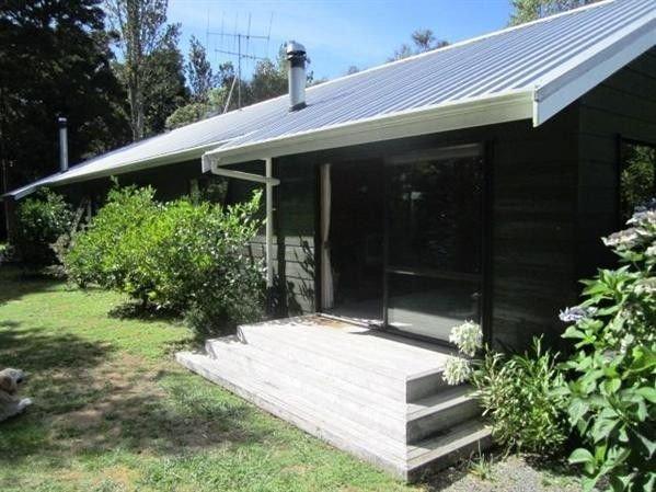 Puka Lodge (Front dwelling) - Pukawa Bay Holiday Home, holiday rental in Turangi