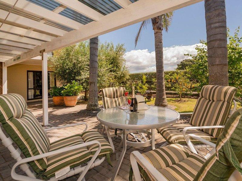 The Olive Grove Retreat - Matarangi Holiday Unit, holiday rental in Port Charles