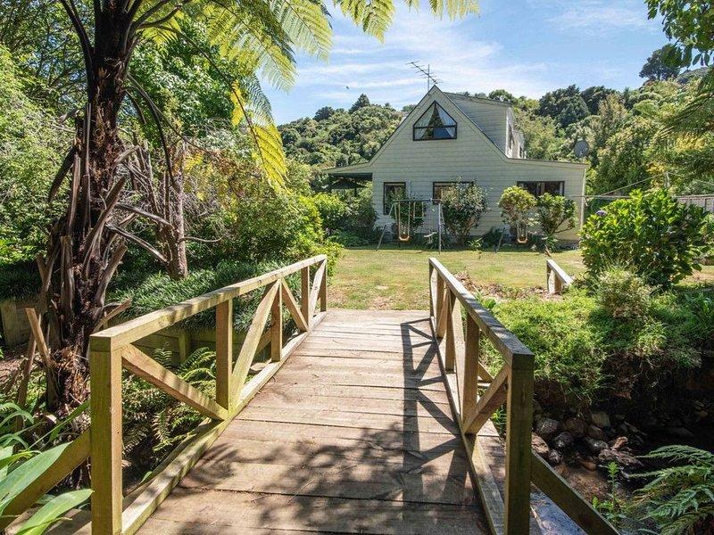 Streamside Retreat - Akaroa Holiday Home, casa vacanza a Little River