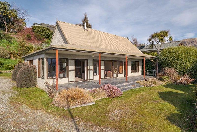 Sycamore Place - Wanaka Holiday Home, vacation rental in Wanaka