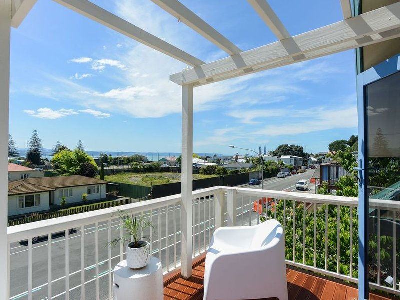 Ahuriri's Eden - Napier Holiday Home, holiday rental in Napier