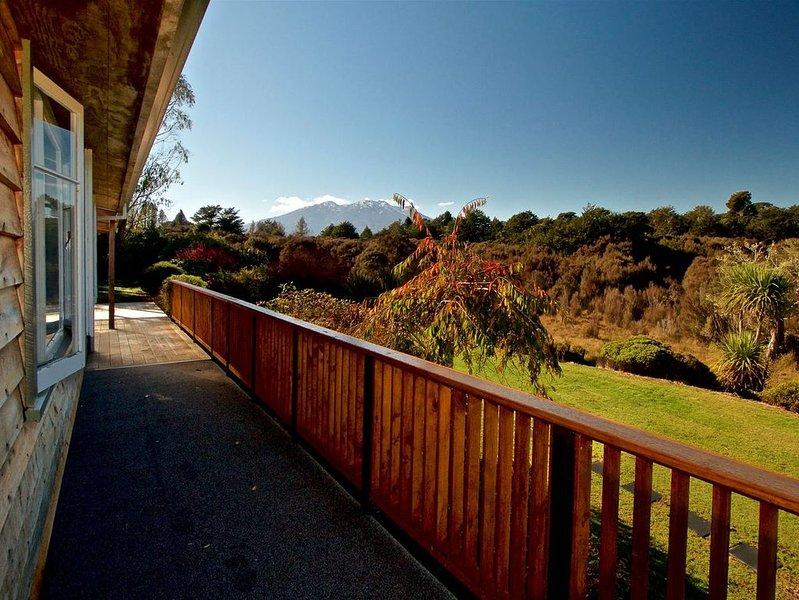 Rivendell - Horopito Holiday Home, holiday rental in National Park Village