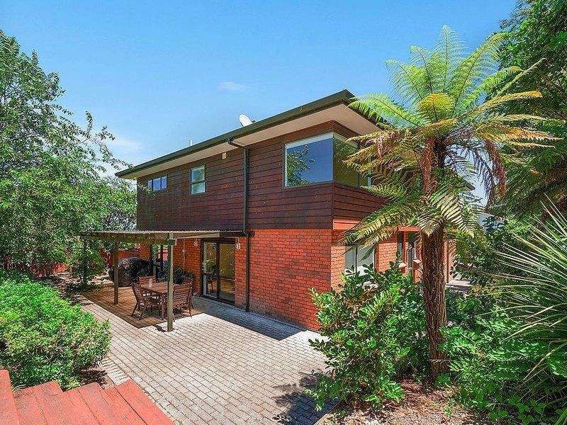 Acacia Bay Getaway - Lake Taupo Holiday Home, vacation rental in Acacia Bay