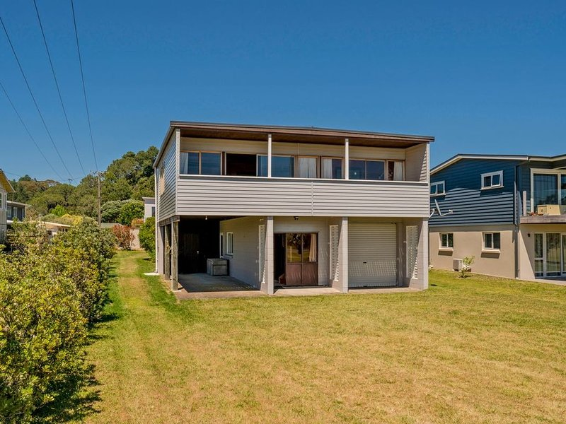 Beach Side at Cooks - Cooks Beach Holiday Home, holiday rental in Ferry Landing