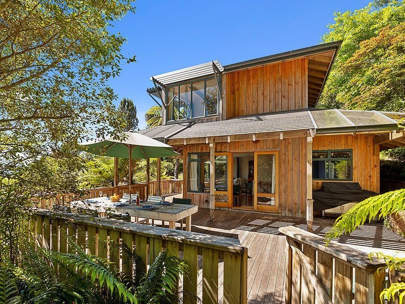 Moetu Lodge - Pukawa Bay Holiday Home, holiday rental in Turangi