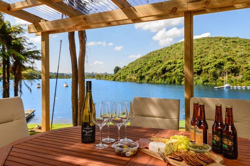 Freshwater Boat House - Lake Rotoiti Holiday Home, holiday rental in Rotorua District