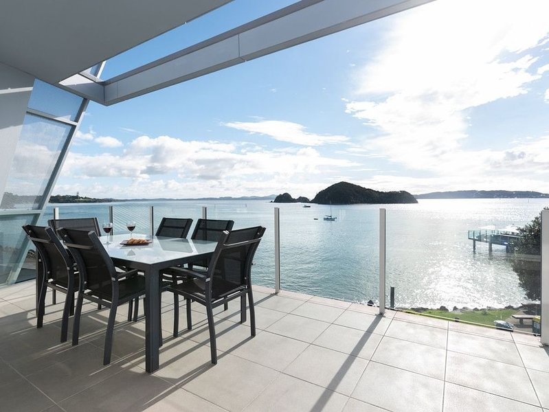 Sail Away - Waterfront Paihia Holiday Apartment, location de vacances à Paihia