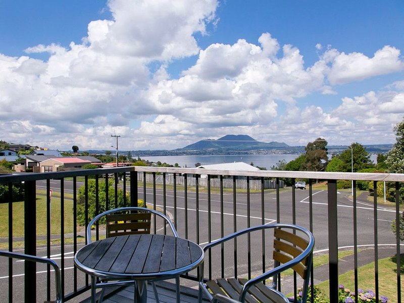 Acacia View at No. 3 - Acacia Bay Holiday Home, vacation rental in Acacia Bay