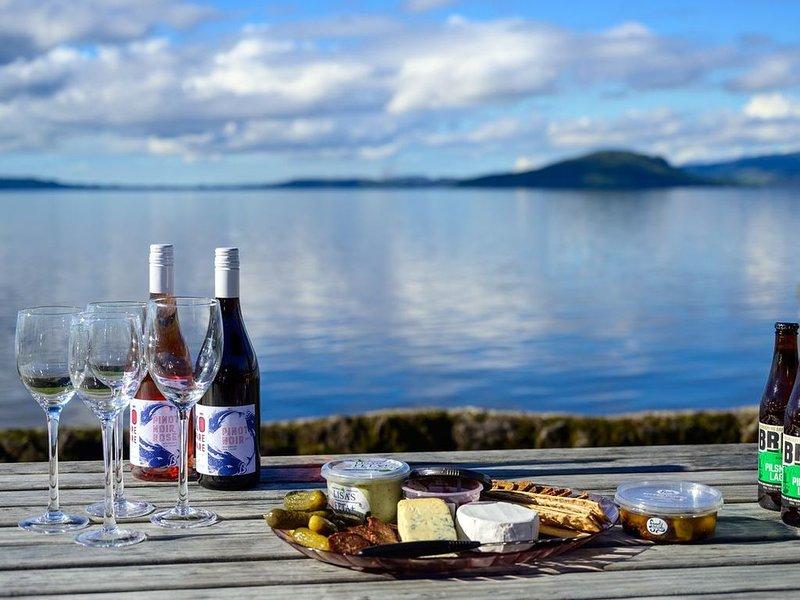 Parawai Lake House Sanctuary / Absolute Lake House - Rotorua Holiday Home, alquiler de vacaciones en Bay of Plenty Region
