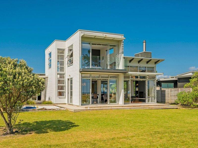Taranui's Nest - Matarangi Holiday Home, holiday rental in Port Charles