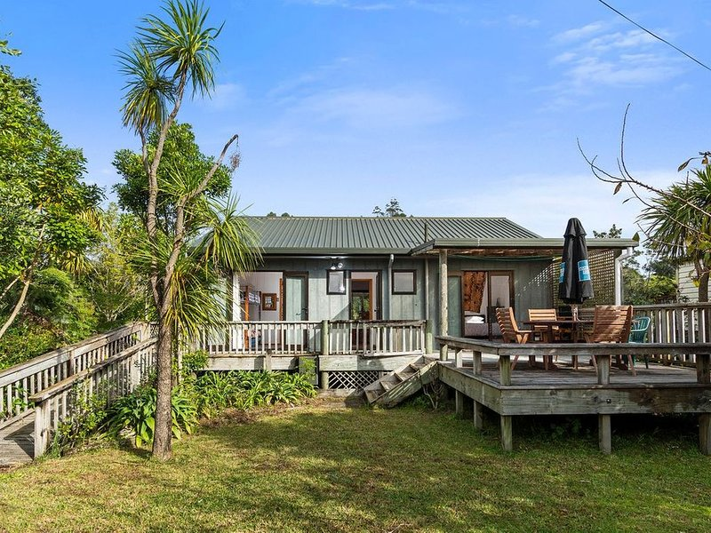 Riverview Retreat - Cooks Beach Holiday Home, holiday rental in Ferry Landing