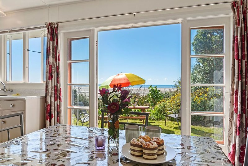 Pakawau Beach House - Golden Bay Holiday Home, vacation rental in Collingwood