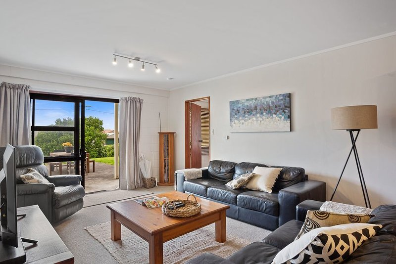 The Sea Shaw - Waihi Beach Downstairs Unit, vacation rental in Te Aroha