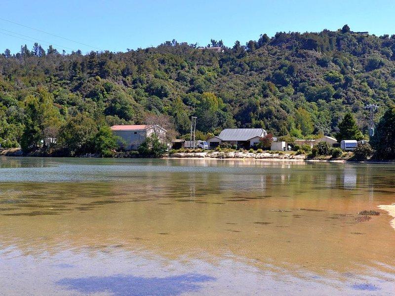 Vista Lagoon - Kaiteriteri Holiday Unit, vacation rental in Tasman