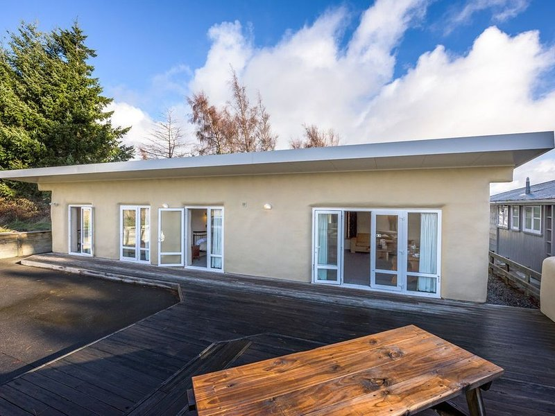 The Yellow Straw House - Rangataua Holiday Home, casa vacanza a Waiouru