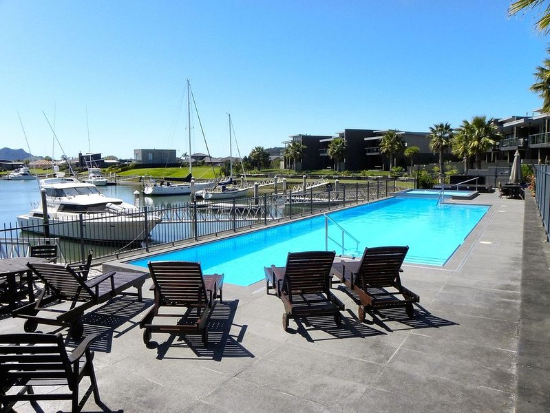Whiti Wind Down - Whitianga Holiday Apartment, holiday rental in Ferry Landing