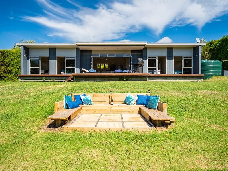 Blue Haven - Mangawhai Holiday Home, holiday rental in Kaiwaka