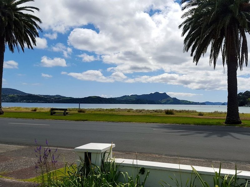 Bach at The Beach - Whitianga Holiday Home, holiday rental in Whitianga