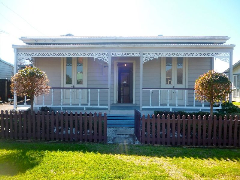 Haven on Hannan - Whitianga Holiday Home, holiday rental in Whitianga