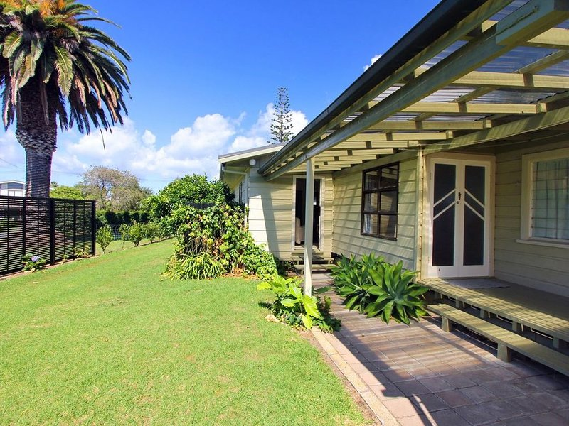 Front Bach Hideaway - Hahei Holiday Home, vacation rental in Hahei