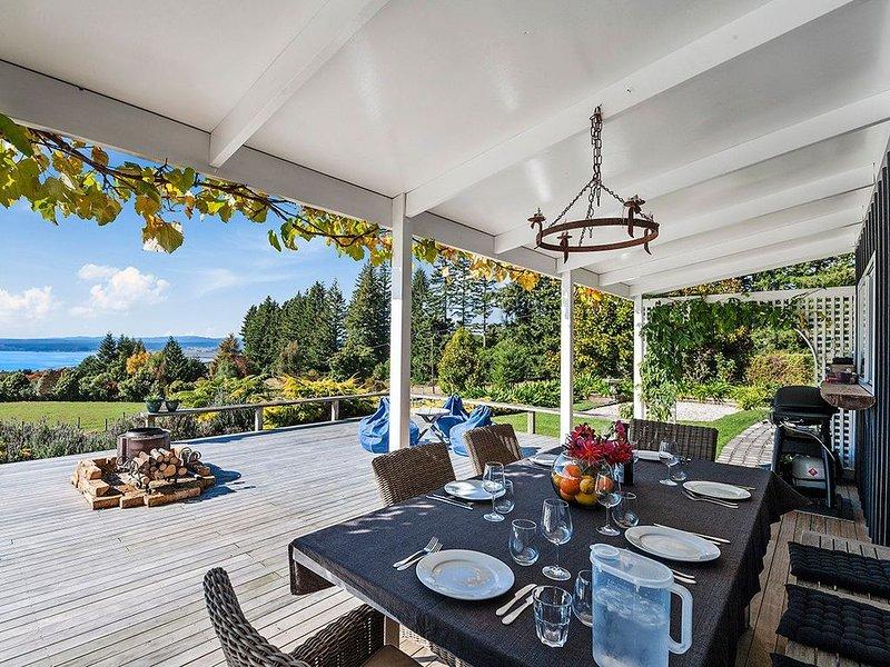 Pukawa Country Lodge - Pukawa Bay Holiday Home, holiday rental in Turangi