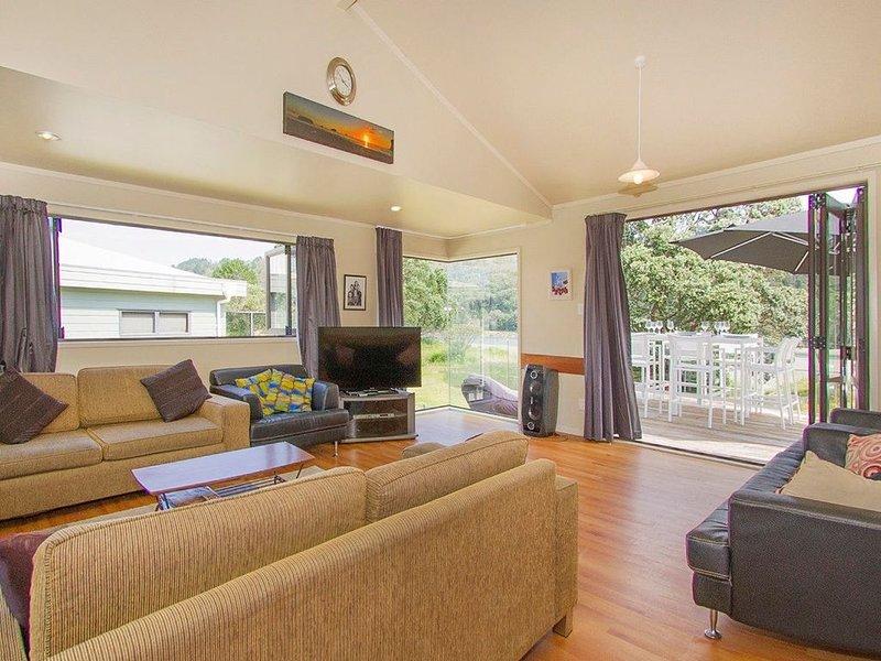 Peaceful on Patuwai - Whangamata Holiday Home, holiday rental in Waihi