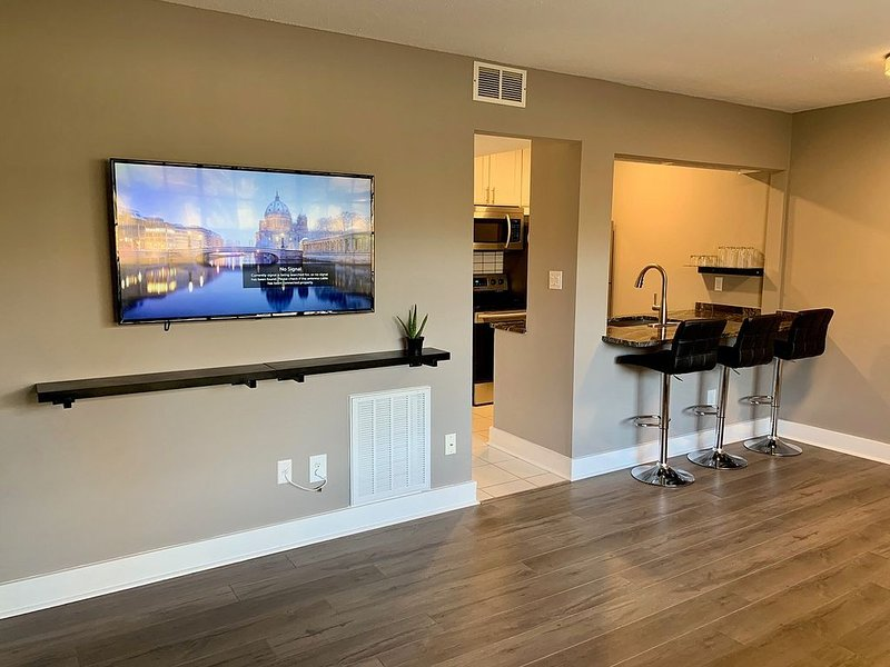 *Downtown Durham Condo* Walk to Duke East Campus, restaurants, and Main St., location de vacances à Durham