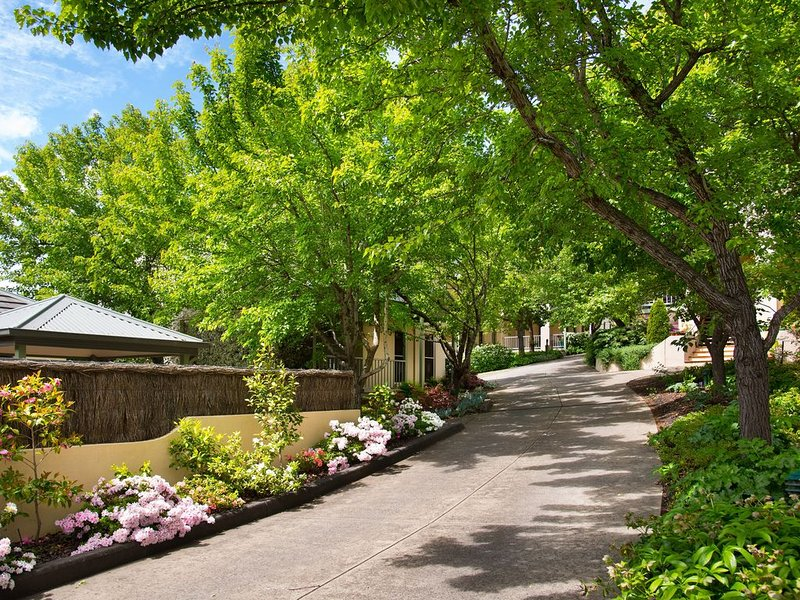 Courthouse Merindah - Villa in Town Centre, holiday rental in Daylesford