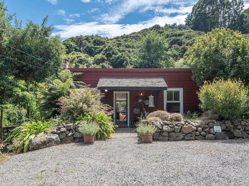 Kokopu Cottage - Akaroa Holiday Home, casa vacanza a Little River