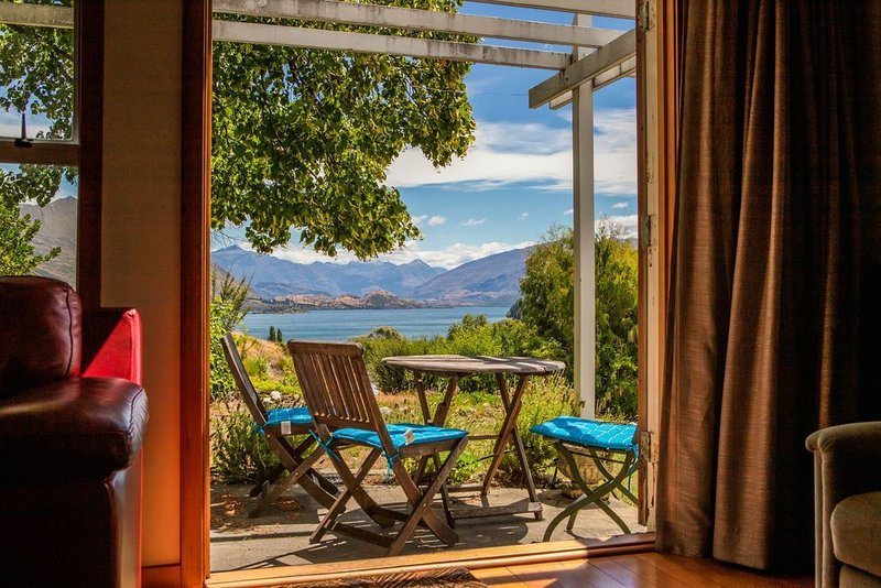 Hill Cottage - Wanaka Holiday Home, holiday rental in Queensberry