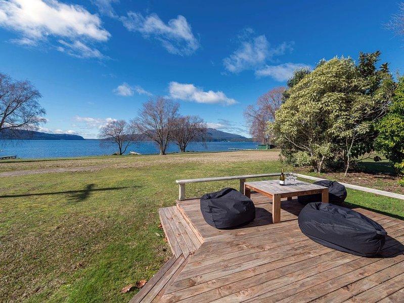 Tarawera Lakefront - Lake Tarawera Holiday Home, alquiler vacacional en Lake Tarawera