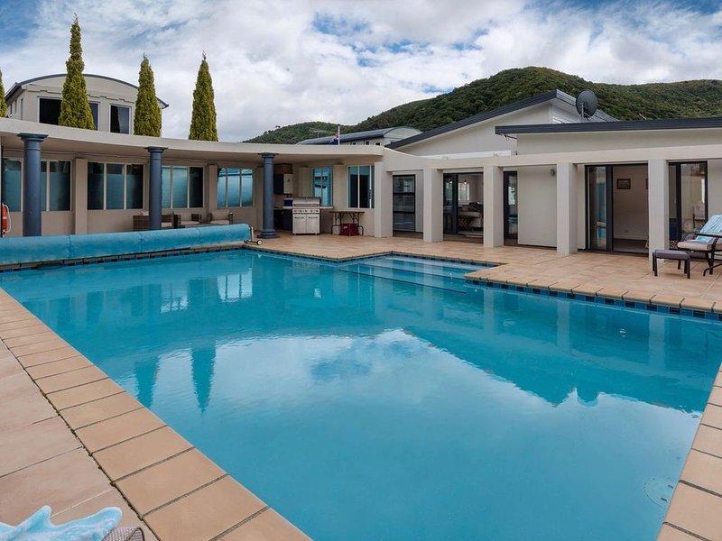 Poolside Retreat - Picton Holiday House (Waikawa), alquiler vacacional en Marlborough Region