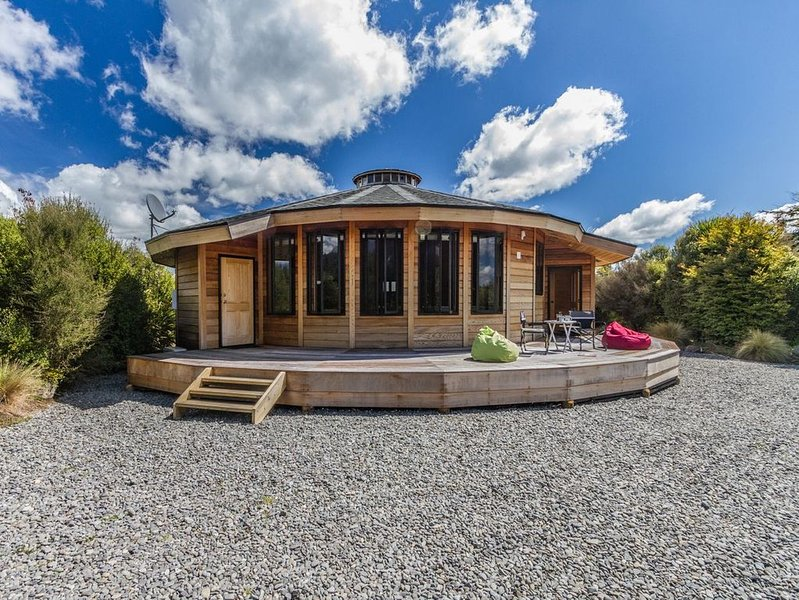 The Snowglobe - Ohakune Modern Yurt Style Chalet, alquiler vacacional en National Park Village