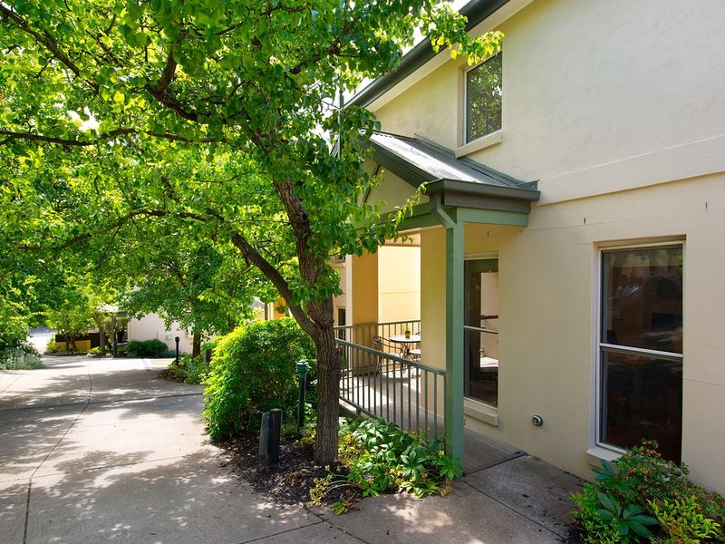 Courthouse Orchid Villa - Center of Daylesford, holiday rental in Daylesford