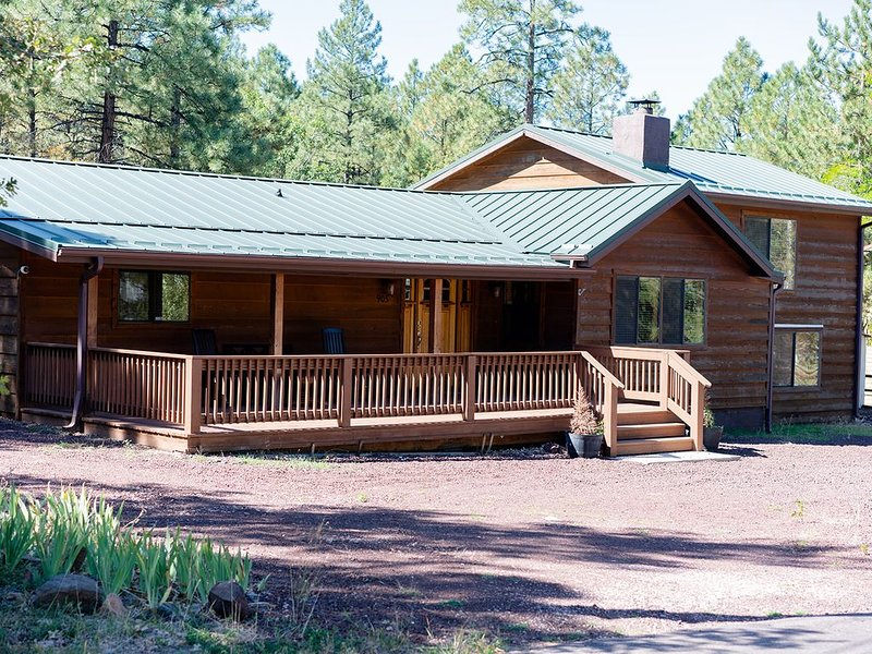 ***CUTE COZY CABIN IN THE PINES***PET FRIENDLY**FENCED YARD***, location de vacances à Pinetop-Lakeside