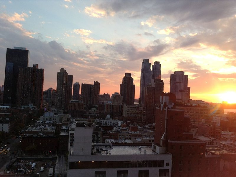 beautiful One BR with a view and Balcony - Times Square, vacation rental in Weehawken