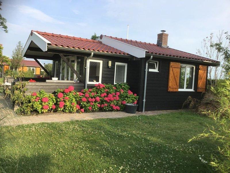Overnachten aan het water in Tiny House / Trekkershut Comfort / Mini Bungalow – semesterbostad i Aarlanderveen