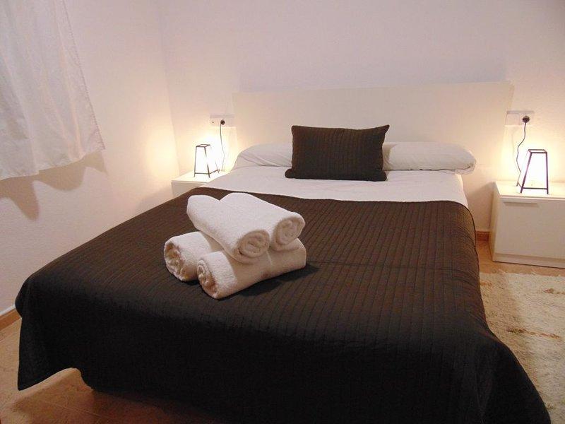 Apartamento 'Los Nogalillos' con terraza, al lado del río y los Cahorros, holiday rental in Huetor Vega