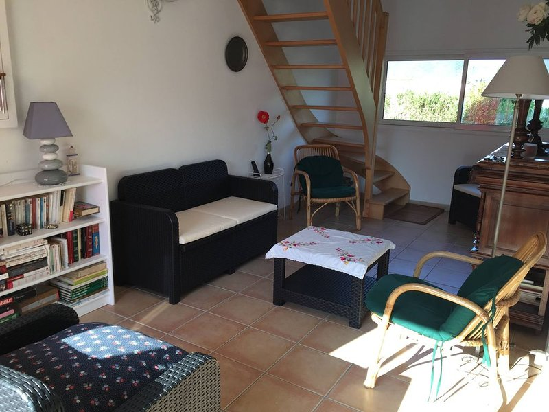 Maison typique bretonne 4 chambres 2 minutes plage, holiday rental in Ploubalay