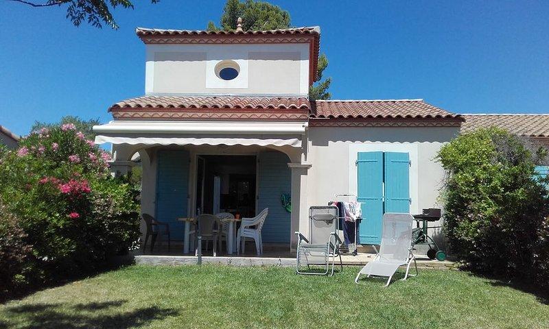 villa 6 p cliatiséeT4 72m2 avec terrasse  avec vue  sur plan d'eau et les Pyréné, holiday rental in Tourouzelle